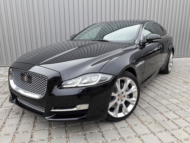 jaguar xj occasion 3 0d v6 300ch portfolio dijon ja57c1 vd429740. Black Bedroom Furniture Sets. Home Design Ideas